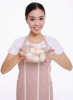 woman-egg-bowl